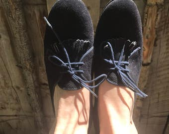 Vintage 60's Oxford blue suede shoes with heel / Fringe kiltie / Outdorables / Daniel Green  / suede pumps / size 8 / comfortable