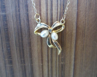 10k Gold Bow Pearl Pendant, Fresh Water Pearl Jewellery, 10k Necklace and Pendant