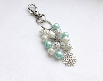 Snowflake keyring, christmas keychain, ice bag charm, winter accessory, beaded cluster bagcharm, gifts for her,