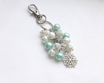 Snowflake keyring, christmas keychain, ice bag charm, winter keyring ring, beaded keyring, cluster bagcharm, gifts for her,