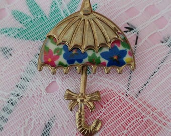 Vintage kitsch 1960s gold tone umbrella brooch with flowers