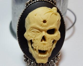 Vampire Skull Cameo