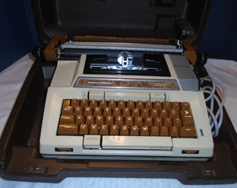 Smith corona Typewriter.  Coronamatic 2200.  Typewriter. Electric Typewriter