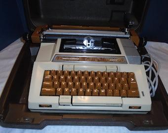Smith corona Typewriter.  Coronamatic 2200.  Typewriter. Electric Typewriter