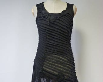 Exceptional artsy balck linen top, M size. Only one sample.