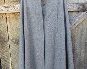 Very nice vintage M.G. Kinsler gray wool cape