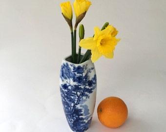blue and white vase porcelain Japanese