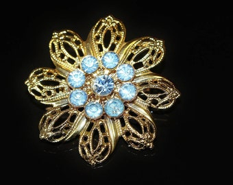 Vintage Miniature Brooch Pin Circle of Sparkling Corn Flower Blue Rhinestones and a Centre Stone with GT Filigree Design Open Work Leaves