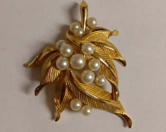 Vintage TRIFARI Goldtone and Faux Pearl Brooch
