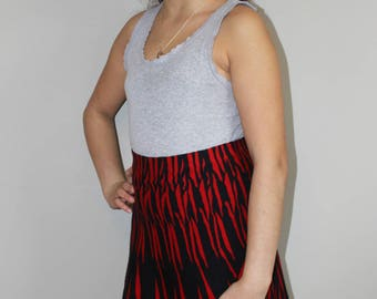 VTG 90s Stretchy Fit & Flare Red/Black Graphic Print Skirt.