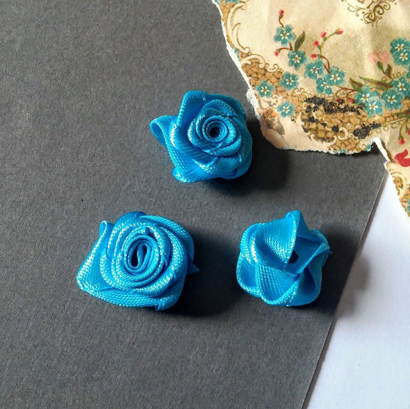 Little roses small flowers satin ribbon roses craft for Small flowers for crafts