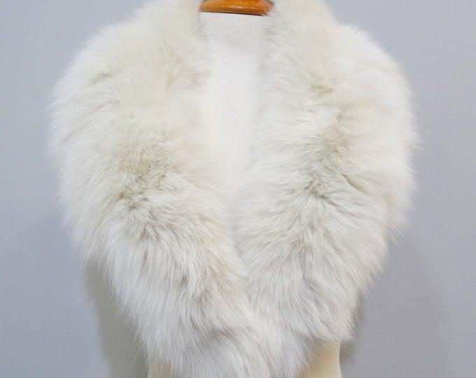 White woman large fur collar No28 F120