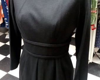Vintage Little Black Dress - Silhouette with bow detail