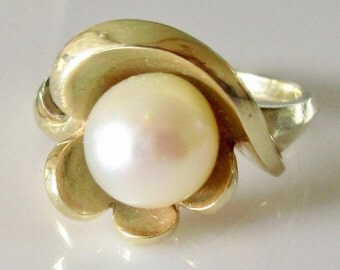Large 14ct Gold Cultured Pearl Ring