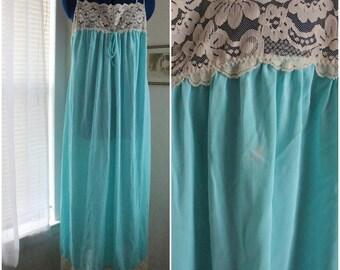 Vintage 1960's Blue & White Lace Nightgown / Lingerie  / Sz. Large