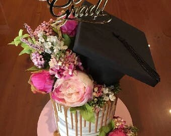 Graduation Cake topper reads: Congrats Grad!