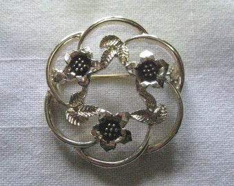 Sarah Coventry STRAW FLOWER WREATH Gold Tone Brooch 1975