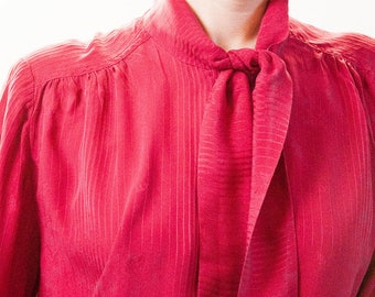 The deep red neck-tie blouse. – Size 36/38