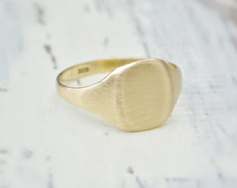 9ct yellow gold signet ring - 9k gold - Large oval gold signet - Unisex signet ring -  British vintage jewellery - Can be engraved