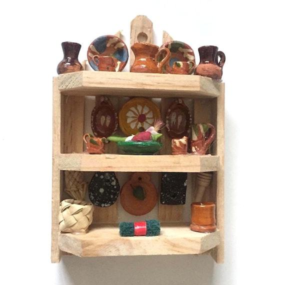 Aparador mexicano madera miniatura trastero con jarritos for Trasteros de madera