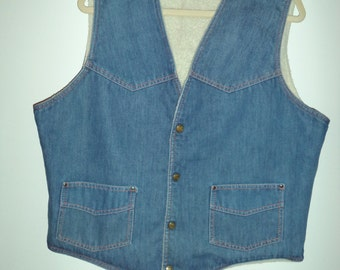 70's denim Sherpa outdoor vest// Hippie lumberjack hipster jean outer wear layers// Men's size large XL USA