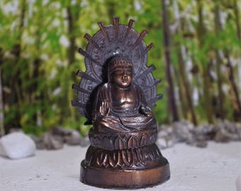 Buddha statue   Buddha images have a many kinds. please look from an artistic point of view.  The unifying  of  spirit.
