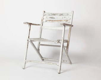 Vintage White Shabby Chippy Paint, 1930s, Slat Wooden Folding Chair, Deck Chair / Cottage French Rustic Country Modern Farmhouse Style