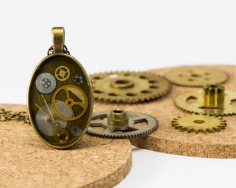 "Pendant ""tick-tock"" upcycled with machinery of watches"