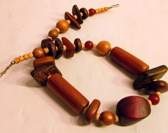 Wooden Bead Necklace//Bohemian Style Necklace//Jewelry//Vintage Necklace