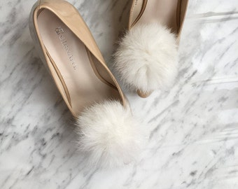 White Bridal Shoe Clips, White Fur Pom Pom Clip On, Fluffy Shoe Clip On, Bridal Shoe Accessories, Bridesmaid Gift Idea, Wedding Shoe Clips