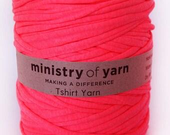 Tshirt yarn fluro pink, trapillo, fabric yarn, jersey yarn, recycled cotton yarn, zpagetti yarn, spaghetti yarn