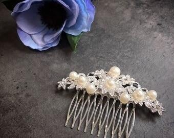 Pearl hair comb, pearl headpiece, bridal hair comb, hairpiece, rhinestone, flower hair comb, wedding hair, silver comb, wedding hair piece