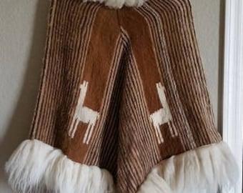 Vintage Boho 1970s Peruvian Alpaca Wool Poncho