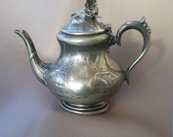 Barker Brothers silver plated 2 pint teapot in EP  Britanoid metal dated from  1907, made in Birmingham, England