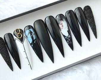 Prensa de Edward Scissorhands en uñas | Película de culto | Johnny Depp | Goth | La bruja | Arte de uñas pintadas a mano | Pegamento en las uñas | Cualquier forma