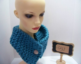 Neck (snood) cache or covers head (teal) big beige button #214
