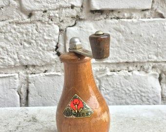 Nutmeg grinder mid-century vintage
