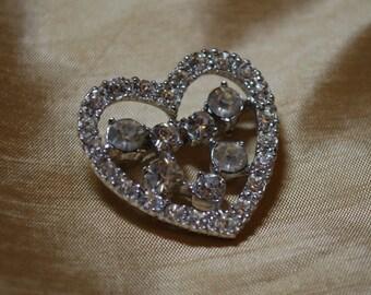 Vintage Rhintestone Heart and silver tone brooch J1-008