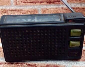 Vintage Radio, Retro Radio, Old Radio, Vintage Electronics, Radio Reciever, Portable Radio, Plastic Radio.