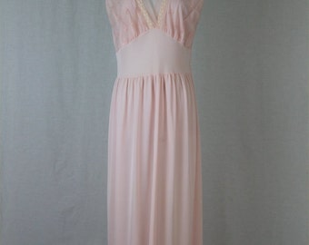 Beautiful Vintage Late 1940's Embroidered Illusion Trim Prissy Pink Nylon Nightgown M L