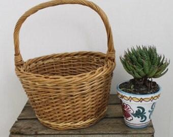 Vintage Round Basket/1960s Basket/ Wicker Basket  (0019B)