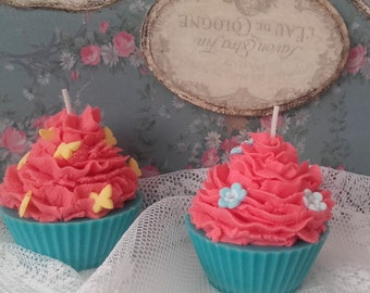 Handmade Scented Cupcake Candle/ Jasmine and Strawberry / Sow Wax/ Cotton Wick/ Natural Dye/ Natural fragrances