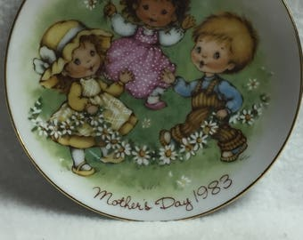 Avon 'Love is a Song' Mother's Day Collector Plate (#065)