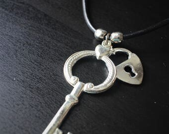 Key to the heart lock pendent necklace on leather string
