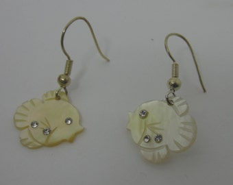 Fish Earring ,Mother of pearl ,crystal,Fish ,Earring,Sea jewelry,Beach Jewelry, White, off White,Baby jewelry,mother of pearl,dangle earring