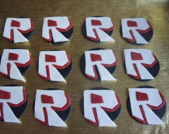 12 Roblox fondant cupcakes toppers.
