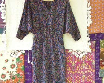 Vintage 80s/Early 90s Colorful Dress Below Knee Dolman Sleeves Side Pockets Size 8 Label Raoul
