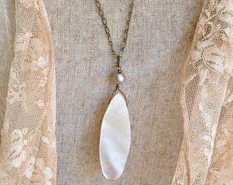 Long vintage mother of pearl pendant necklace/ gray pearl necklace/long boho necklace / Simple long necklace. Tiedupmemories