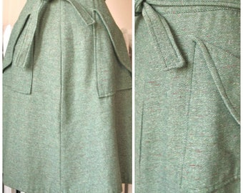 Green Tweed | Vintage 1970s Skirt - Collegiate Four Gore A-Line Skirt Knee Length with Tie and Deep Large Front Pockets