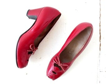 Vintage 1940s Heels | Red Leather Pumps | 40s Shoes | Size 8 1/2